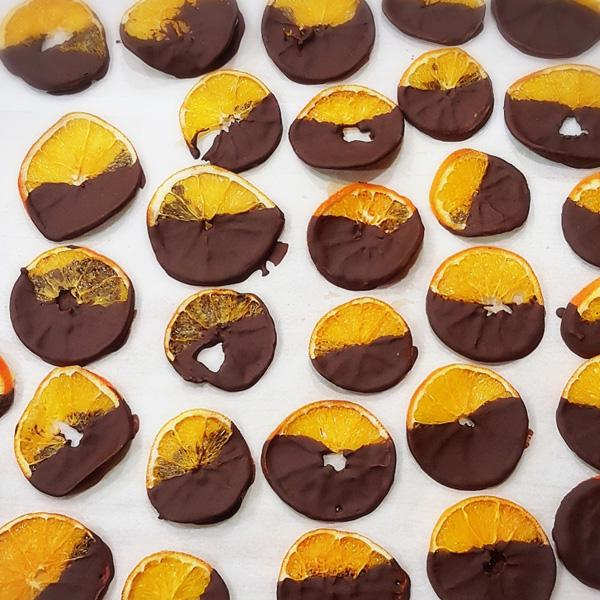 עידן-הפרי---פינוקי-שוקולד---תפוז-מצופה-שוקולד